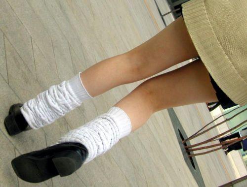 生足に色々な靴下履いたJKを盗撮したエロ画像まとめ No.27