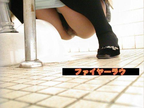 女子トイレで聖水の放出を盗撮したエロ画像まとめたったwww No.26