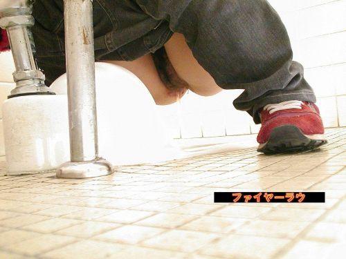 女子トイレで聖水の放出を盗撮したエロ画像まとめたったwww No.29