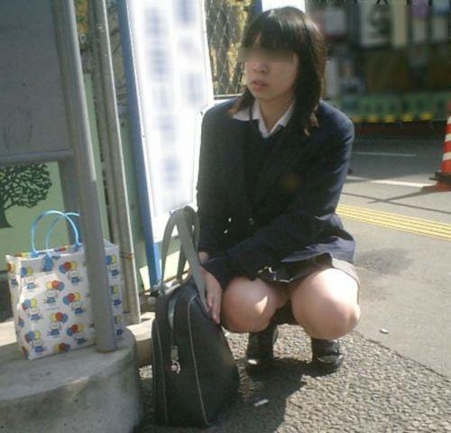 【盗撮画像】素人女子校生の街角で座り込んだりしゃがみパンチラがエロいわwww No.6