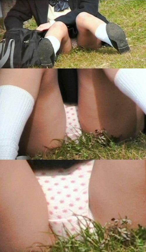 【盗撮画像】素人女子校生の街角で座り込んだりしゃがみパンチラがエロいわwww No.13
