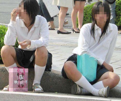 【盗撮画像】素人女子校生の街角で座り込んだりしゃがみパンチラがエロいわwww No.19