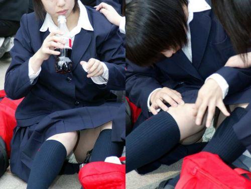 【盗撮画像】素人女子校生の街角で座り込んだりしゃがみパンチラがエロいわwww No.24