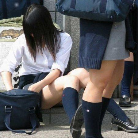 【盗撮画像】素人女子校生の街角で座り込んだりしゃがみパンチラがエロいわwww No.30