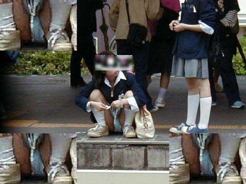 【盗撮画像】素人女子校生の街角で座り込んだりしゃがみパンチラがエロいわwww No.35