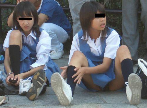 【盗撮画像】素人女子校生の街角で座り込んだりしゃがみパンチラがエロいわwww No.41