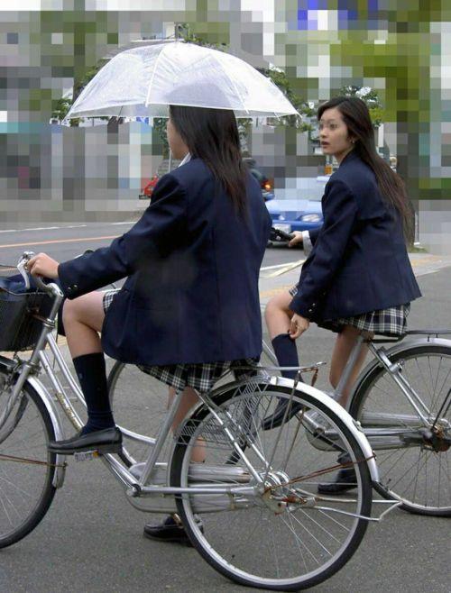 JKが座った自転車のサドルのぬくもりを感じたくなるエロ画像まとめ No.3