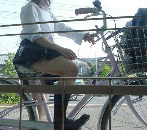 JKが座った自転車のサドルのぬくもりを感じたくなるエロ画像まとめ No.5