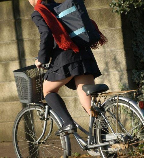 JKが座った自転車のサドルのぬくもりを感じたくなるエロ画像まとめ No.6