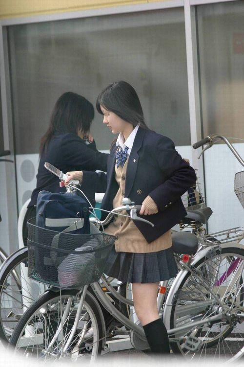 JKが座った自転車のサドルのぬくもりを感じたくなるエロ画像まとめ No.7