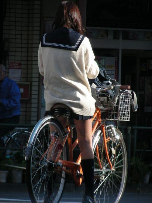 JKが座った自転車のサドルのぬくもりを感じたくなるエロ画像まとめ No.9