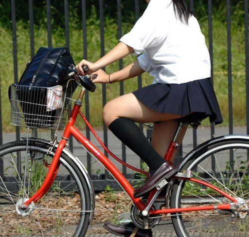 JKが座った自転車のサドルのぬくもりを感じたくなるエロ画像まとめ No.10