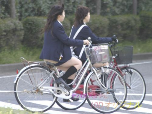JKが座った自転車のサドルのぬくもりを感じたくなるエロ画像まとめ No.13