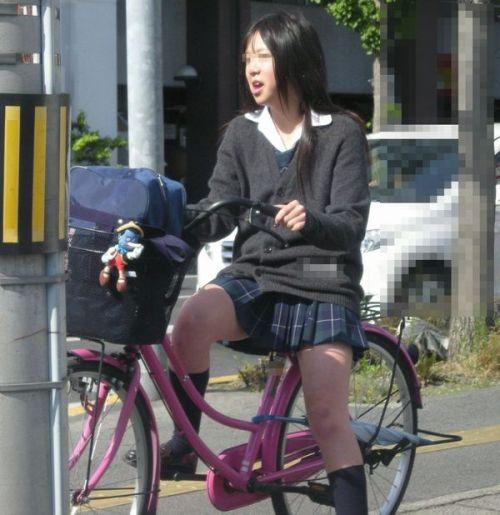JKが座った自転車のサドルのぬくもりを感じたくなるエロ画像まとめ No.14