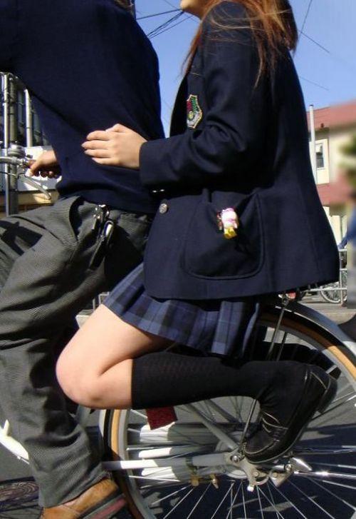 JKが座った自転車のサドルのぬくもりを感じたくなるエロ画像まとめ No.15