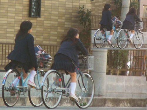 JKが座った自転車のサドルのぬくもりを感じたくなるエロ画像まとめ No.17