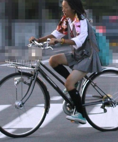 JKが座った自転車のサドルのぬくもりを感じたくなるエロ画像まとめ No.18