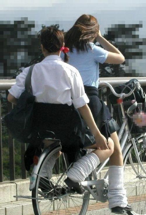 JKが座った自転車のサドルのぬくもりを感じたくなるエロ画像まとめ No.20