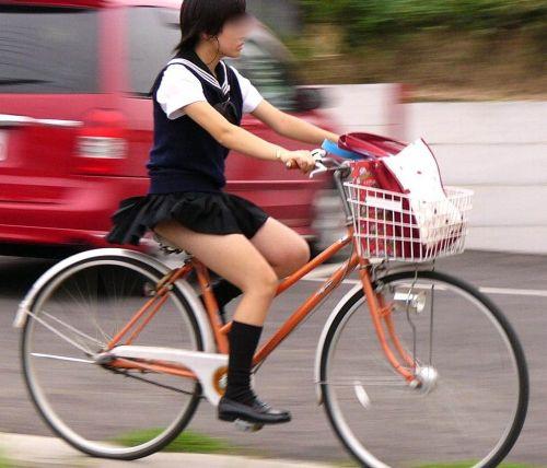 JKが座った自転車のサドルのぬくもりを感じたくなるエロ画像まとめ No.21