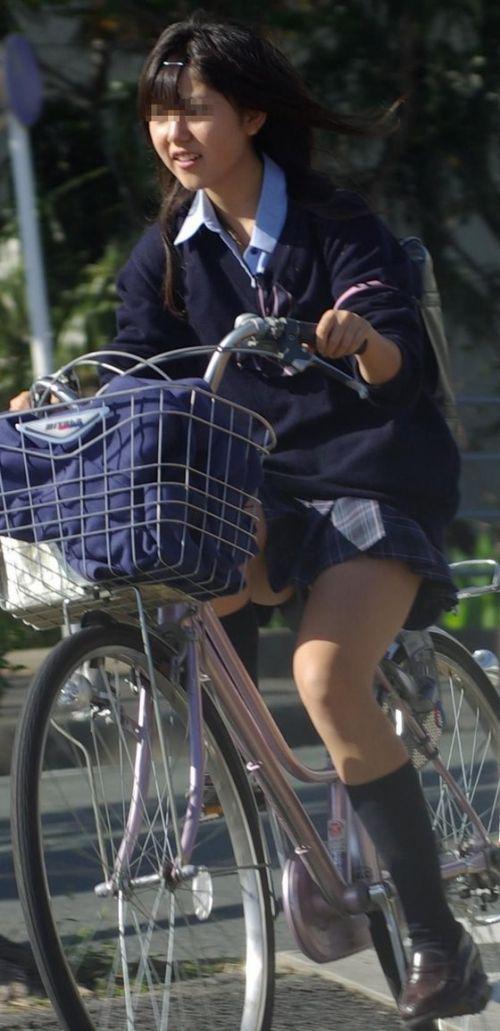JKが座った自転車のサドルのぬくもりを感じたくなるエロ画像まとめ No.22