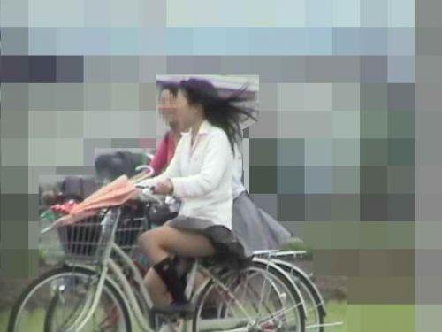 JKが座った自転車のサドルのぬくもりを感じたくなるエロ画像まとめ No.23