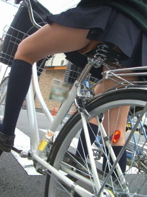 JKが座った自転車のサドルのぬくもりを感じたくなるエロ画像まとめ No.25
