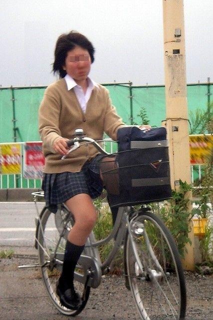 JKが座った自転車のサドルのぬくもりを感じたくなるエロ画像まとめ No.28