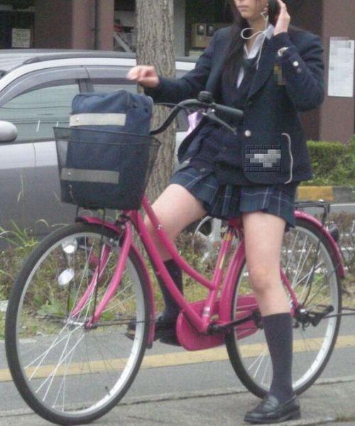 JKが座った自転車のサドルのぬくもりを感じたくなるエロ画像まとめ No.30