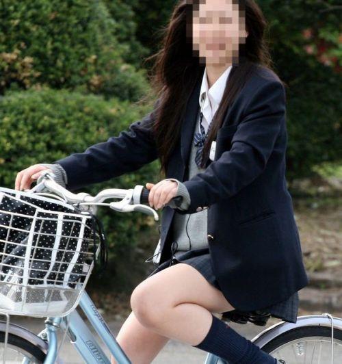 JKが座った自転車のサドルのぬくもりを感じたくなるエロ画像まとめ No.32