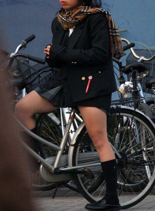 JKが座った自転車のサドルのぬくもりを感じたくなるエロ画像まとめ No.33