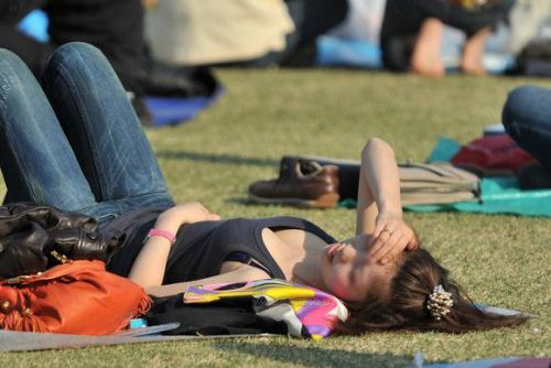 近くで女性の胸チラを盗撮した画像がヤバエロい! 35枚 No.7