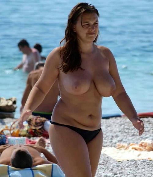 貧乳お姉さんも巨乳お姉さんもすっぽんぽんなヌーディストビーチ盗撮画像 No.4