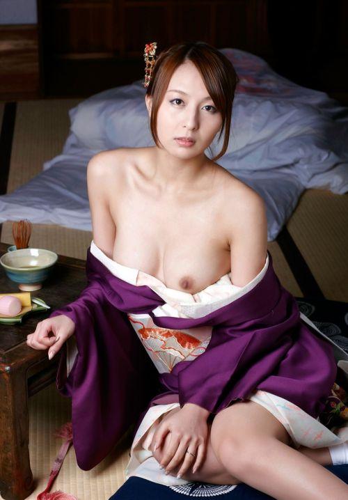 【画像】着物姿でおっぱい丸出しにしてる女の子の色気ヤバすぎwww 36枚 No.17