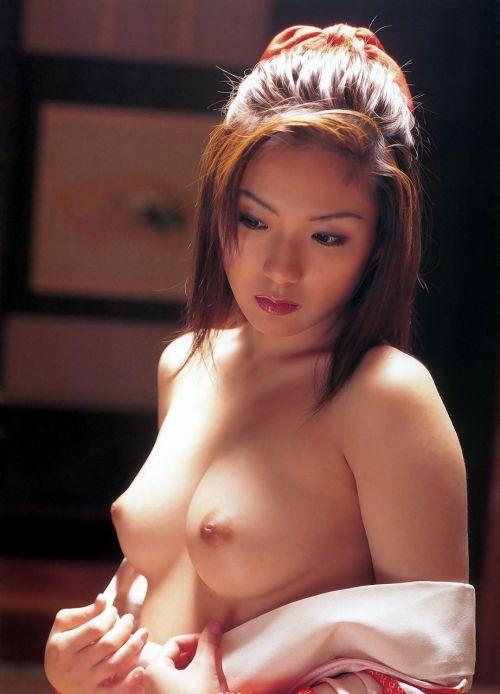【画像】着物姿でおっぱい丸出しにしてる女の子の色気ヤバすぎwww 36枚 No.23