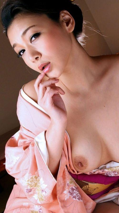 【画像】着物姿でおっぱい丸出しにしてる女の子の色気ヤバすぎwww 36枚 No.32