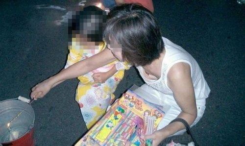 ギャルやお姉さんの乳首が見えちゃってる胸チラ画像が過激すぎる! 38枚 No.25