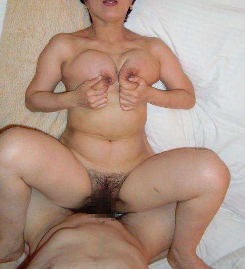 【画像】熟女を乱暴にハメ倒す正常位セックスがエロ過ぎだわ^^ 42枚 No.31