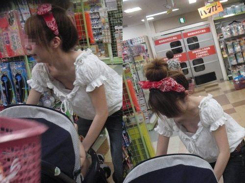 【画像】貧乳お姉さんは胸元浮いちゃうから胸チラで乳首見えちゃうよな 40枚 No.33