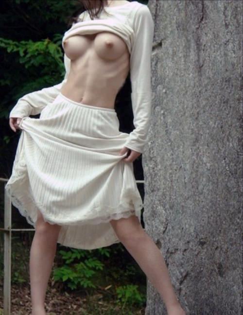 華奢でガリに巨乳という体型の画像がエロ過ぎwww 32枚 No.21