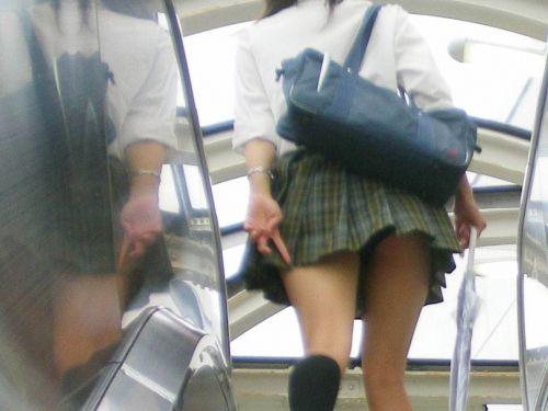 エスカレーターで女子校生のパンチラを盗撮したエロ画像 32枚 No.3