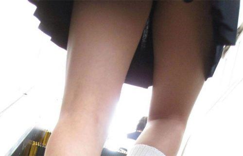 エスカレーターで女子校生のパンチラを盗撮したエロ画像 32枚 No.10