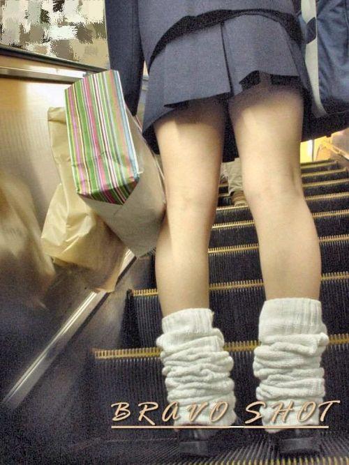 エスカレーターで女子校生のパンチラを盗撮したエロ画像 32枚 No.11