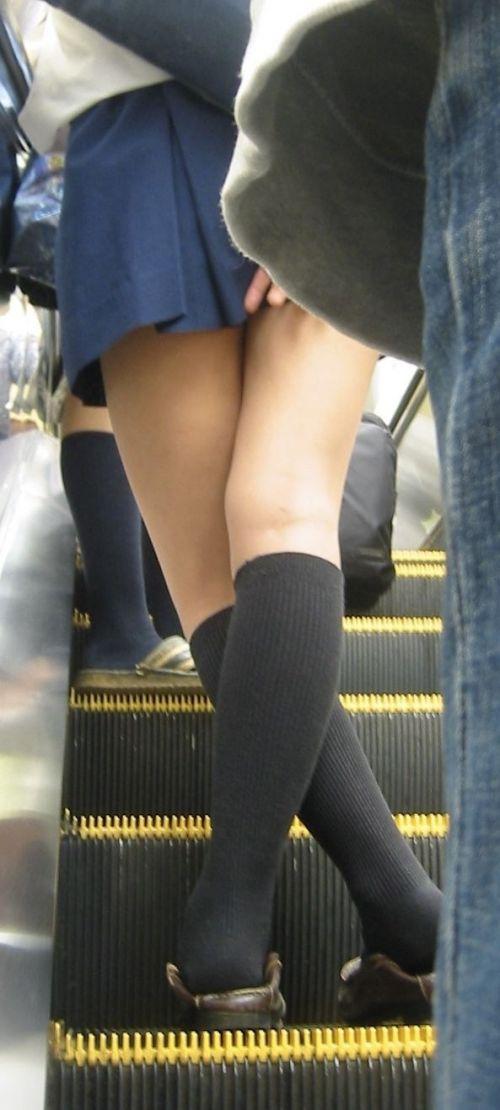 エスカレーターで女子校生のパンチラを盗撮したエロ画像 32枚 No.14