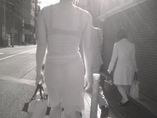 【盗撮エロ画像】赤外線カメラで街撮りしたらパンティ透視状態だわwww 31枚 No.3