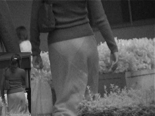 【盗撮エロ画像】赤外線カメラで街撮りしたらパンティ透視状態だわwww 31枚 No.10