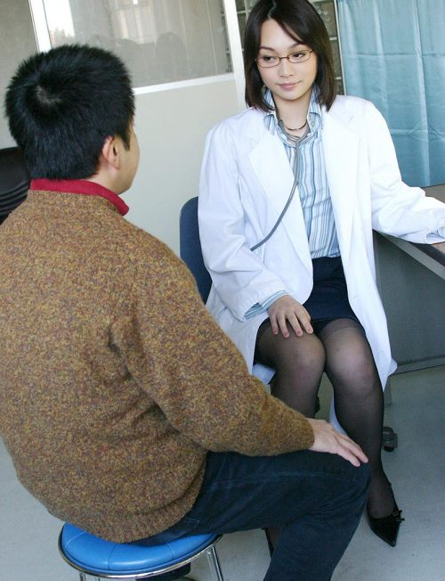 白衣を着たエッチな女医さんと色々しちゃうエロ画像 32枚 No.5