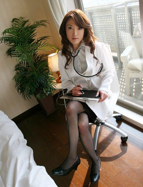 白衣を着たエッチな女医さんと色々しちゃうエロ画像 32枚 No.13
