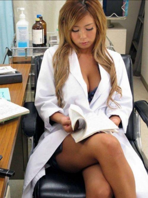 白衣を着たエッチな女医さんと色々しちゃうエロ画像 32枚 No.17