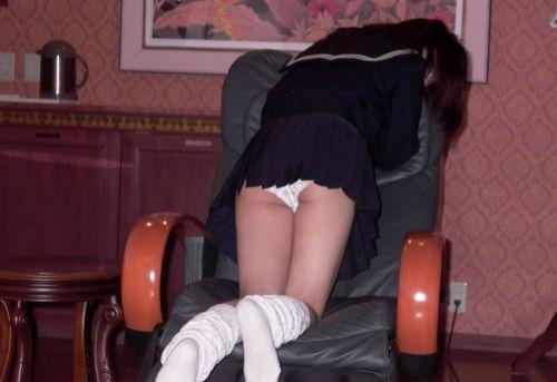 女子高生のミニスカからパンティとお尻が突き出しちゃってるエロ画像 38枚 part.11 No.7