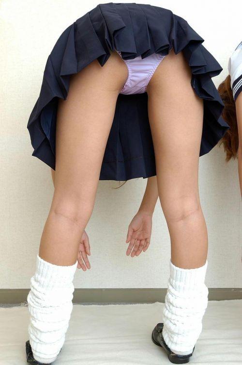 女子高生のミニスカからパンティとお尻が突き出しちゃってるエロ画像 38枚 part.11 No.8
